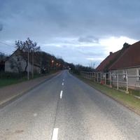 Anfahrtsansicht. Seitdem das neue A14-Teilstück zwischen Schwerin-Nord und Jesendorf freigegeben wurde, herrscht hier ein deutlich geringerer Autoverkehr. Die Messung findet immer auf Höhe des gleichen Hauses statt.