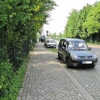Das Fhzg. fährt fast täglich (meistens am WE) ab Körnerplatz bis Graupa in beiden Fahrtrichtungen. Steht dann in Parkbuchten, auf Gehwegen etc. am Fahrbahnrand