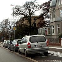 Der Opel-Zafira immer noch mit PSS und Wechselkennzeichen RZ-H 627 blitzt stadteinwärts...