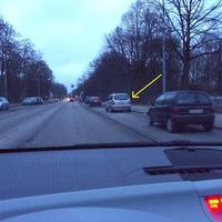 Silberner Opel-Zafira RZ-H 627 blitzt aus dem Heckfenster in Fahrtrichtung Wallstrasse / Holstentorplatz / stadteinwärts...