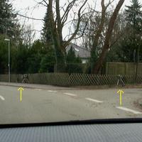 """Gelb markiert das """"Blitzgeschirr"""" und rechts im Binsenhorst der VW T5 Messbus HL HL 254"""