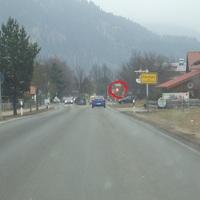 Hier ist die Ortseinfahrt von Farchant zu sehen. Wir fahren auf der alten B2 in Richtung Oberau. Im roten Krei ist die Geschwindigkeitsmeßtafel zu sehen.