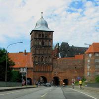 Anfahransicht, ab dem Burgtor beginnt die Tempo 30 Zone, die gilt für die gesamte Innenstadtinsel der Hansestadt Lübeck...
