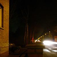 Das Messfahrzeug - der Opel Astra Kombi - stand hinter dem Postkasten, für den gemessenen Verkehr nicht sichtbar, im Privatweg.