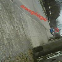 geblitzt wurde in beide richtungen mit einem hellblauen skoda roomster(s.bilder: sonnenstr)  in der 30 zone die bilder sind alle in richtung stadteinw gemacht worden,also wenn man von der spessartstraße aus kommt dürfte es soo ausgesehen haben links nach oben mündet die erzgebirgstr. schlechte quali wegen handycam.