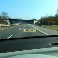 Heute steht zur Abwechslung mal der dunkelblaue Opel-Astra Caravan HL-ZX 183 im Auf-und Abfahrtsdreieck Kücknitz Rtg. Travemünde...