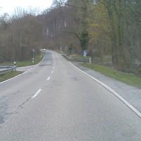 Anfahrtsansicht, Blitzer leider schon abgebaut, Messbereich an der zweiten Ausfahrt des Waldparkplatzes