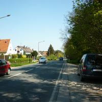 Im Hintergrund folgt dann der Ortsausgang. Gewarnt wurde man übrigens sogar noch kurz vor Eltersdorf.