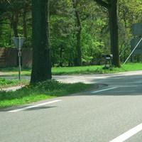 Links am Bildrand der Meßwagen.Aufnahme von der Gegenfahrbahn.