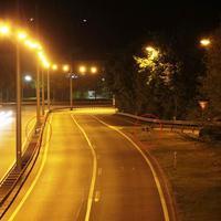 Messstelle von der Malstatter Brücke aus gesehen. Bei der Anfahrt sind die Blitzer nur schwer aus der Ferne zu erkennen.