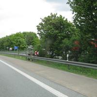 Zur Zeit (5/2011) jeden Tag!!! Dahinter zu erkennen ist der weiße Messbus ein Mercedes Vito.