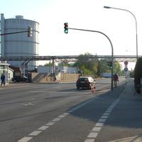 Anfahransicht in Höhe von CARGLASS kann man an der Ecke zur Zeißstrasse den ES 3.0 erkennen, das Lübecker Hütchen markiert den Aufnahme-Standort. Bei Rot an der Fußgänger-Ampel konnte man sich einen guten Eindruck von der Messstelle machen...