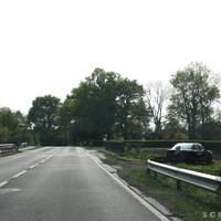 Die Bäume am Fluss wurden entfernt, daher neue Platz für den Messbuss rechts.