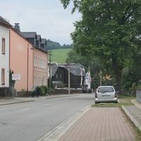Der übliche silberne Astra steht an verschiedenen Stellen entlang der Annaberger Straße, heute mal auf Höhe des Billardtreffs. Er war von weitem gut zu erkennen, viele Autofahrer haben rechtzeitig abgebremst. Innerhalb einer halben Stunde (14:00-14:30) hat es heute ein einziges Mal geblitzt.