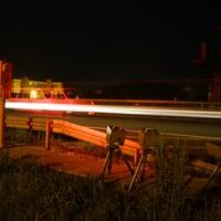Durch den zeitlichen Unterschied bei der Blitzauslösung zwischen Lan- und WLan-Kamera ist das Fahrzeug hier zweimal zu sehen.