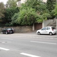 Nochmals das Messfahrzeug und das Meßgerät von der anderen Straßenseite.