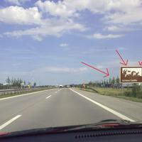 """Abstandsmessung auf der A14 Leipzig Richtung Dresden fahrend ... unmittelbar NACH der Ausfahrt Grimma ... auf höhe Rasthof Muldental rechts und links ... Hinweisschild """"Schloss Colditz"""" ... man sollte langsam dran denken ..."""