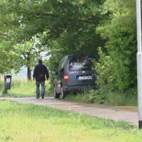 Das Messfahrzeug der Stadt Jena stand hinter Bäumen und Sträuchern und war von der Straße aus nicht zu sehen.