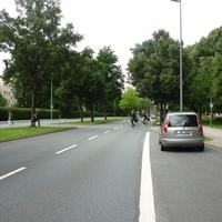Unmittelbar nach dem Messpunkt verläuft der Radweg zwischen Universität und (Innen-)Stadt, der entsprechend stark frequentiert ist!