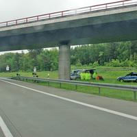 Die Messkonstellation: zwei mobile Poliscan Speed und eine Vielzahl von Personal und (Polizei~)Fahrzeugen (Testmessung?).