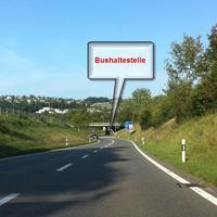 Verkehrkontrolle auf der Busshaltestelle, kann man meinen, es wäre das zweit zuhause von denen :-)