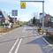 Entgegengerichtete Anfahrt; von Gulpen her kommend erreicht man kurz nach dem Ortsbeginn diesen Zebrastreifen, der direkt hinter dem Kreisverkehr der Umgehungsstraße gelegen ist.