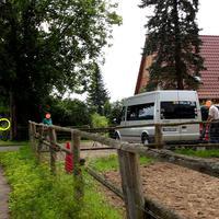 Beim Ferienhof Tangenberg in der Einfahrt steht der ES 3.0