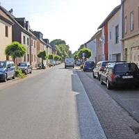 Das Kennzeichen blieb hier ausnahmsweise wegen der dem Straßenbild nicht ableitbaren, aber der Messung zugrunde gelegten, Limitierung auf 30 km/h unverpixelt.