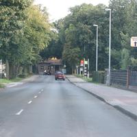 Aus Richtung Autobahn kommend Richtung Ortseingang Waltersdorf am rechten Fahrbahnrand