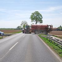Als Messbegründung wurde auf Unfälle im Zusammenhang mit Zulieferverkehren der anliegenden Biogasanlage verwiesen, die beim Verlassen des Wirtschaftsweges radiusbedingt teils beide Fahrspuren beanspruchen.