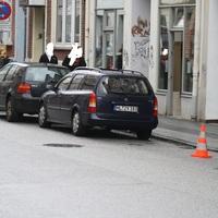 Blauer Opel Astra