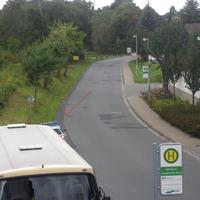 Von Kreiensen kommend wird mit der Laserpistole vorne raus gemessen. Die Polizei versteckt sich hinter dem Bus !