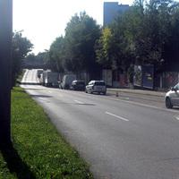 Anfahrt auf Messstelle, Rtg. Westen - direkt nach Abzweigung zur Aschauerstraße, vor der Eisenbahnunterführung.