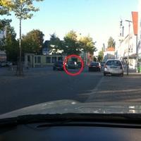 am linken Straßenrand aus einem Skoda Roomster (siehe Kreis)