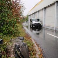Aus Kassel kommend - Richtung Obervellmar/Vellmar Mitte. Hier gilt 30Km/h. Blitzerwagen steht hinter dem Herkules Getränkemarkt. Am linken Bildrand steht der Blitzer.