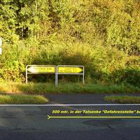 """Hier von Trenthorst kommend, rechts ab kommt die """"Gefahrenstelle"""" beidseitig im Grünen..."""