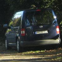 blauer vw caddy HH-YR853 hinter einem lkw