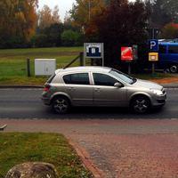 Lichtschranke, der blaue VW-Bus ist der Meßwagen