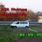 Silberner VW T5 Bulli, der Dreibeine am Autobahnrand Positioniert