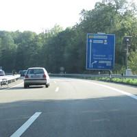 A 623 Friedrichsthal - Saarbrücken am Beginn der 80er-Zone bevor sich die Autobahn in einer Kraftfahrstraße gabelt. Hier wird praktisch wöchentlich geblitzt.