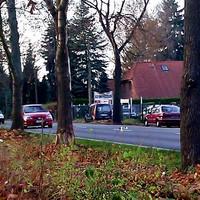 """Dunkelblauer Renault Kangoo mit """"CB""""-Kennzeichen blitzt in beide Richtungen"""
