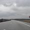 Anfahrt zu einer abenteuerlichen Messstelle. Auf der A24 gibt es in Mecklenburg-Vorpommern keine Geschwindigkeitsbeschränkung. Hier wurde temporär ein Trichter mit 120-100 eingerichtet, da die Leitplanke durch einen Unfall beschädigt wurde. Die Messung findet also in unter 500m nach dem ersten Geschwindigkeitslimit statt.