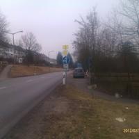 Dunkelbrauner Skoda Roomster. Steht in der Nordgaustr. Richtung Stadteinwärts, kurz vorm Alex-Center.