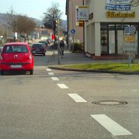 Nach der 2. Ampel an der Kreuzung steht der Blitzer in Richtung Lörrach Stadt.