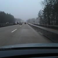 Anfahrt (Fahrtrichtung Hannover) ca. 1 km vorm Blitzer in Höhe des Parkplatzes Wolfsgrund. Zum Zeitpunkt der Aufnahme ist hier eine Baustelle, in der auch öfters geblitzt wird (80 km/h)