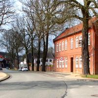 Anfahransicht aus der Stadtmitte in Rtg. Lübeck fahrend...Tempo 30 Km/h ... Es wird aus dem Heckfenster gemessen und geblitzt, wenn man zu schnell ist...