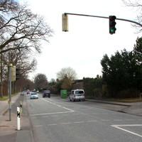 """Anfahransicht stadtauswärts fahrend, in Höhe der Busshaltestelle """"Prassekstrasse""""..."""