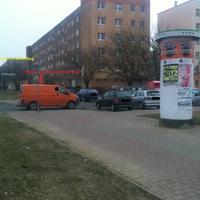 Hier ein Oranger T5 Bus der nicht so viel Glück hatte er wurde vor meinen Augen rausgezogen.