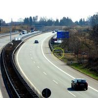 Auf der A 20 in Fahrtrichtung Lübeck Genin / Rostock, kurz hinter dem Kreuz Lübeck  vor der Trave-Brücke bei der Notrufsäule ...