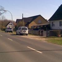 Weisser VW Caddy in der Lichtenrader Chaussee in Groß Ziethen